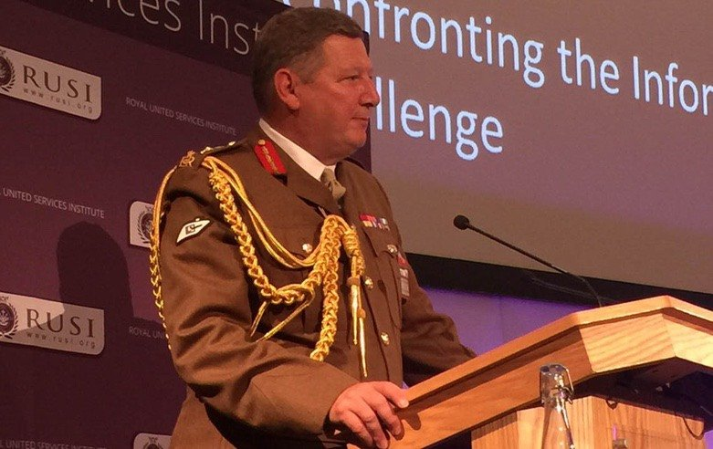Picture of General Sir Chris Deverell at the podium, giving a speech at the RUSI Land Warfare Conference in 2017